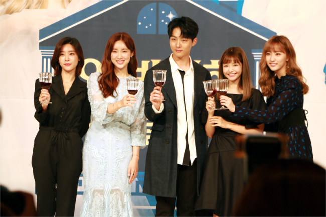 From Left: Sojin of Girls` Day, Cha Jung-won, Park Sung-woo, Ha Yeon-soo and Na Hae-ryung formerly of girl group EXID pose for photos before a press conference in Seoul on Wednesday. (Kim So-yeon / The Korea Herald)