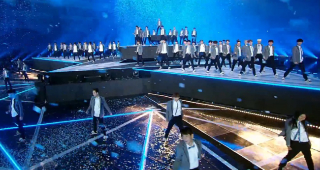 """The 101 idol trainees perform the show's theme song """"Pick Me"""" on Mnet's """"Produce 101 Season 2."""" (Mnet)"""