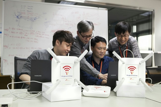 SKT researchers test the company's new WiFi technology in Bundang, Gyeonggi Province, Monday. (SK Telecom)