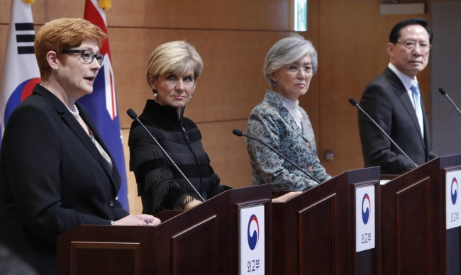 (From left) Australian Defense Minister Marise Payne, Australian Foreign Minister Julie Bishop, Korean Foreign Minister Kang Kyung-wha and Korean Defense Minister Song Young-moo speak during a press conference at the Ministry of Foreign Affairs in Seoul on Oct. 13 (Yonhap)