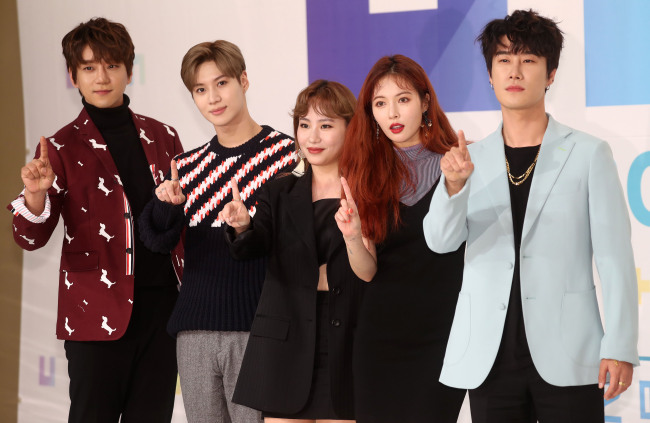 """From left: Singer Hwang Chi-yeol, Taemin of SHINee, Jo Hyun-ah of R&B trio Urban Zakapa, HyunA and rapper SanE pose during a presentation for KBS' upcoming audition program """"The Unit"""" in Seoul on Wednesday."""