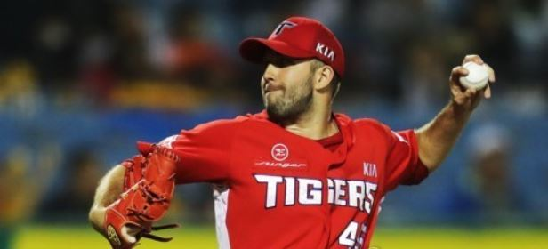 In this file photo taken Sept. 29, 2017, Pat Dean of the Kia Tigers throws a pitch against the Hanwha Eagles in their Korea Baseball Organization regular season game at Hanwha Life Eagles Park in Daejeon. (Yonhap)
