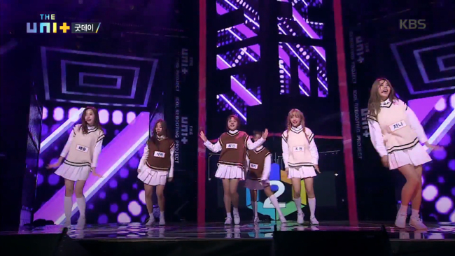 """Girl group Good Day performs on KBS' """"The Unit,"""" Saturday. (KBS)"""