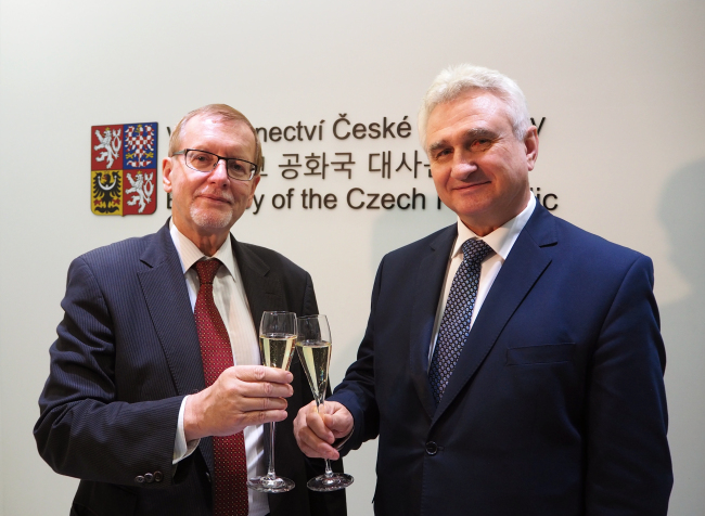 Milan Stech, president of the Czech Republic's Senate (right) and Czech Ambassador to Korea Tomas Husak pose at the country's recently reopened embassy at the K Twin Tower B-dong, Jongno-1-gil 50, Jongno-gu, in Seoul. (Joel Lee/The Korea Herald)