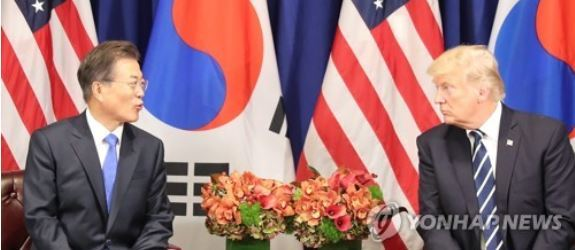 This file photo, taken Sept. 22, 2017, shows South Korean President Moon Jae-in (L) and US President Donald Trump speaking in their bilateral summit held on the sidelines of the United Nations General Assembly in New York. (Yonhap)