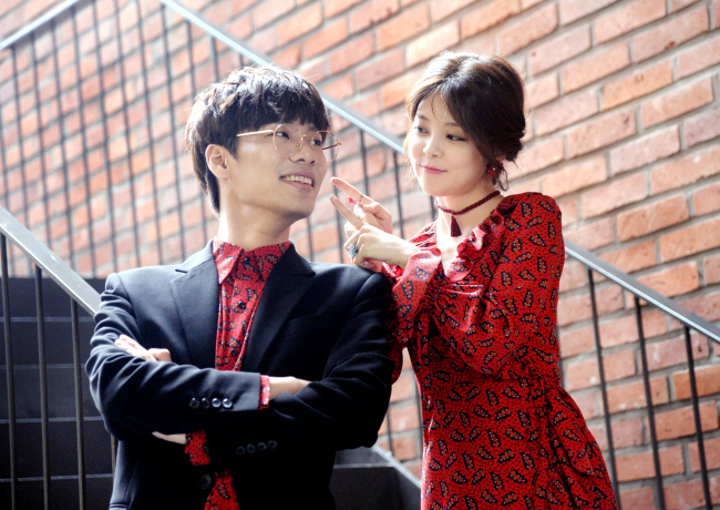 Heyne and Minsoo pose before a recent interview with The Korea Herald in Seoul. (Park Hyun-koo / The Korea Herald)