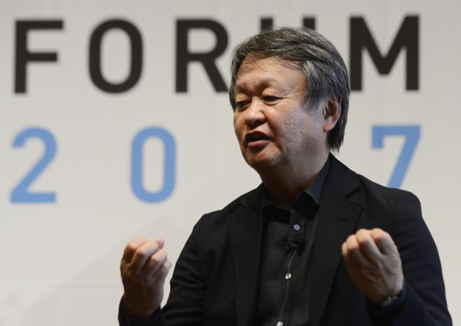 Naoto Fukasawa speaks at The Herald Design Forum at The Shilla Seoul on Tuesday. (Park Hae-mook/The Korea Herald)
