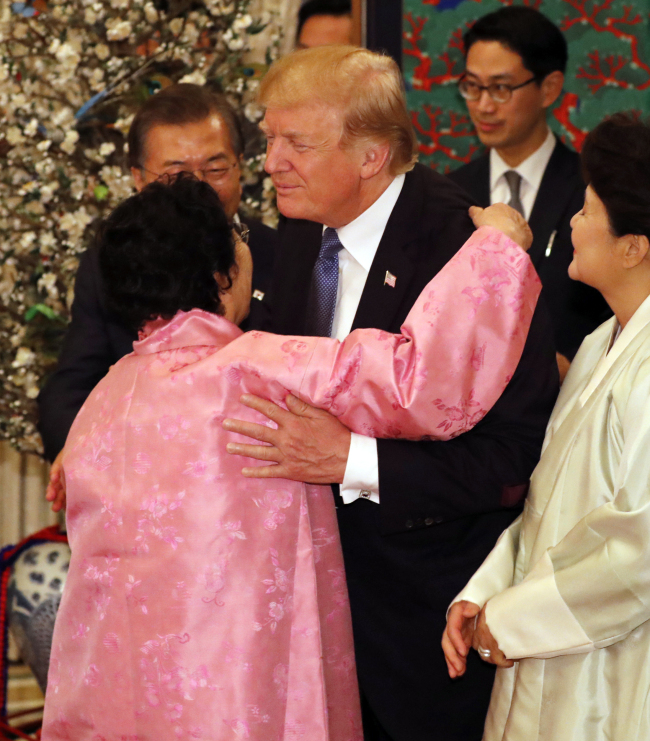 US president Donald Trump gives a hug to Lee Yong-soo, 88-year-old women who was coerced into working as a sex slave for the Japan military during World War II. Yonhap