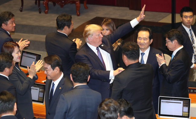 US President Donald Trump waves to South Korean lawmakers after he finished his parliamentary speech at the National Assembly in Seoul on Wednesday. (Yonhap)