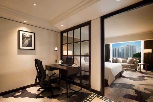 Millennium Seoul Hilton's Junior Suite Livingroom (Millennium Seoul Hilton)
