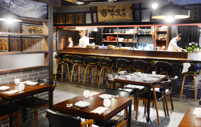 Romantei, a Japanese izakaya whose fare is inspired by Tosa cuisine, opened this June in Sinsa-dong, Seoul. (Photo credit: Park Hyun-koo/The Korea Herald)