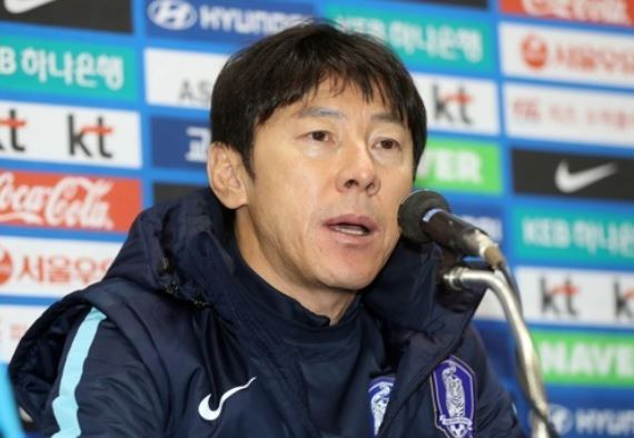 South Korea national football team head coach Shin Tae-yong speaks at a press conference at Munsu Football Stadium in Ulsan on Nov. 13, 2017, one day ahead of the friendly match between South Korea and Serbia. (Yonhap)