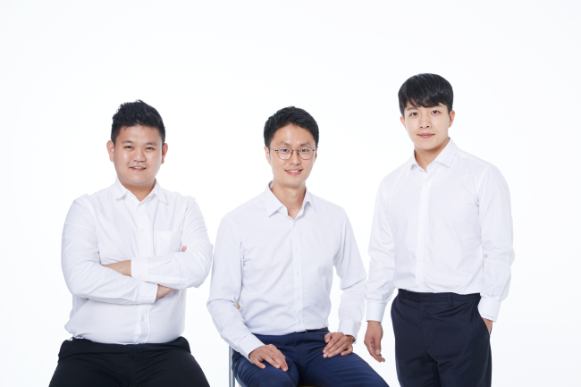 Dale Deugcheon Han (center), CEO of Limese, and his team (Limese)