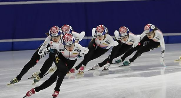 South Korean women`s national short track speed skaters practice at Mokdong Ice Rink in Seoul on Nov. 15, 2017, ahead of the International Skating Union (ISU) World Cup Short Track Speed Skating. (Yonhap)