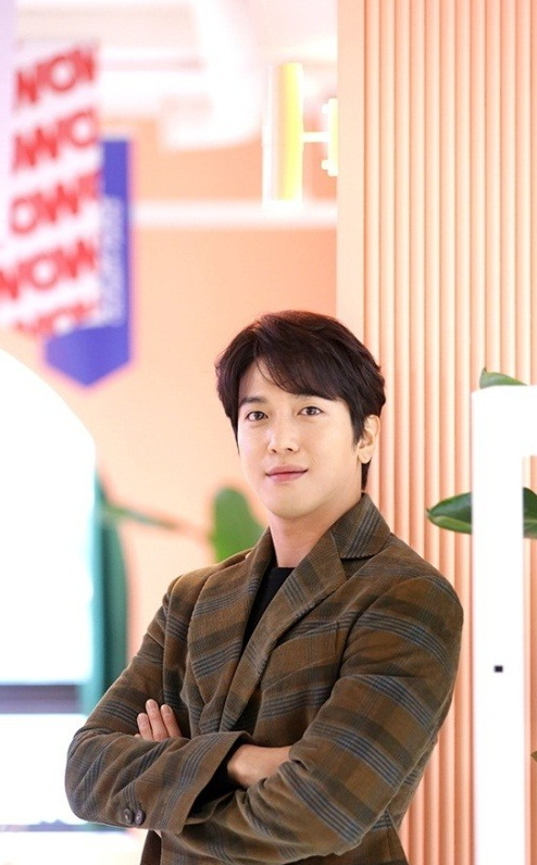 Jung Yong-hwa poses before an interview at FNC WOW in Jung-gu on Wednesday. (Herald Pop)