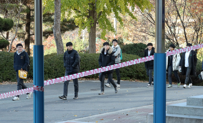Students return to school on Monday after a temporary halt to classes following earthquake(Yonhap)
