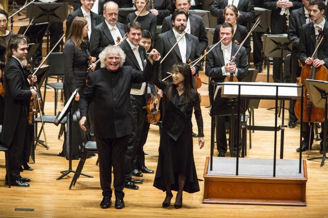 Simon Rattle (left), raises composer Chin Un-suk`s arm after the Korean premiere of