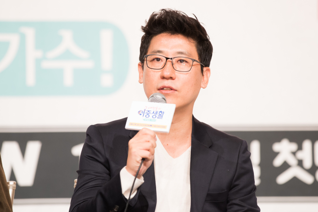 """Producer Jeon Sung-ho speaks at a press conference for new reality show """"Livin' the Double Life"""" in Yeongdeungpo-gu, Seoul on Wednesday. (CJ E&M)"""