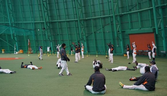 Hanwha Eagles players in a training session. (Yonhap)