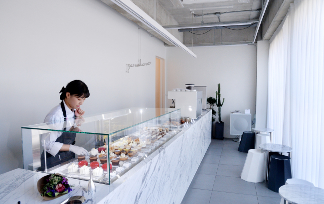 Grey and white monochromatic tones at this new eight seat spot put the spotlight on pastry chef Yun Eun-young's vibrant treats. (Photo credit: Park Hyun-koo/The Korea Herald)