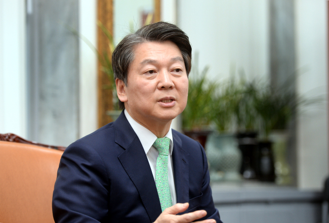 Ahn Cheol-soo, the chairman of the minor opposition People's Party (Park Hyun-koo / The Korea Herald)