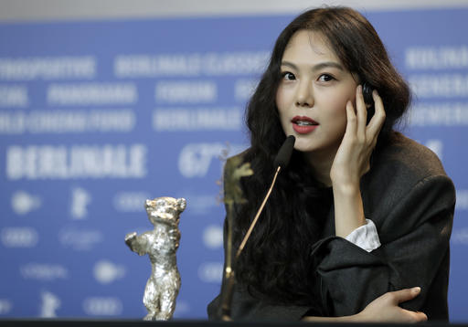 "Actress Kim Min-hee speaks during the award winners press conference for the film ""On the Beach at Night Alone"" at the 2017 Berlin International Film Festival in Berlin, Germany, on Feb. 18, 2017. (AP-Yonhap)"