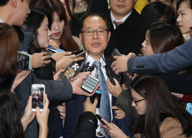 One of five public lawyers assigned by the court to former President Park Geun-hye takes questions Monday at Seoul Central District Court in Seoul. Yonhap