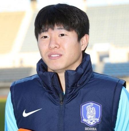 In this file photo taken Nov. 12, 2017, South Korean midfielder Kwon Chang-hoon speaks to reporters ahead of national team training at Ulsan Stadium in Ulsan. (Yonhap)