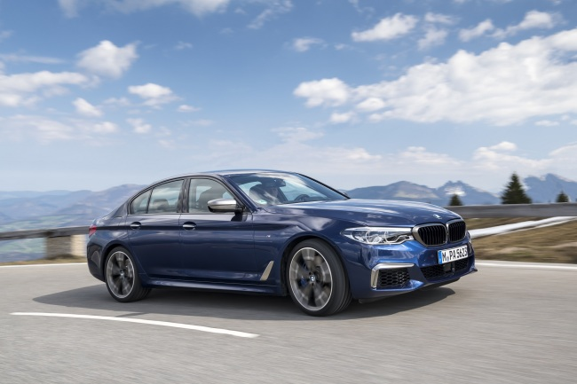 Side view of the new BMW M550d xDrive released here in October this year. (BMW Korea)