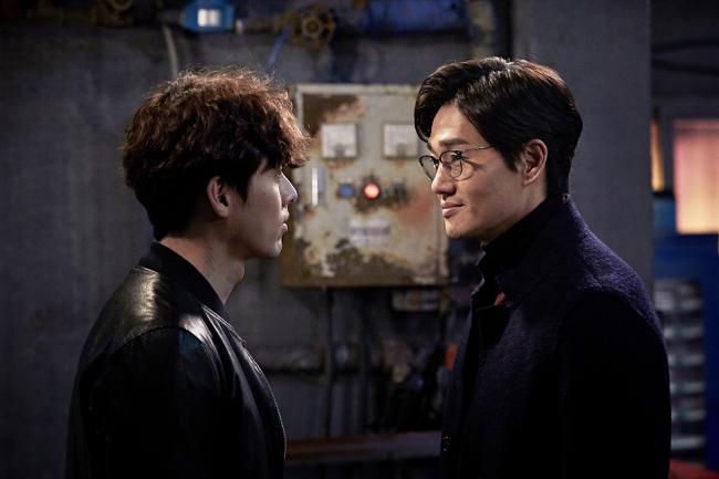 Hyun Bin (left), Yoo Ji-tae star in