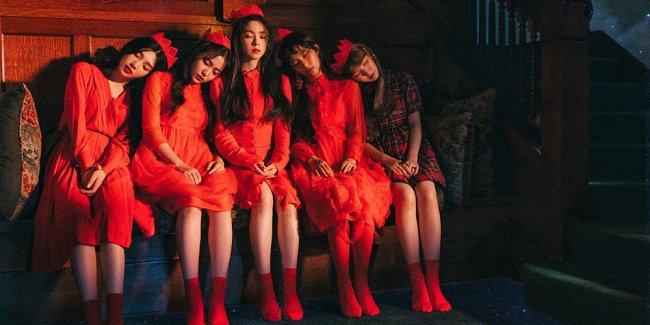 """A poster for Red Velvet's """"Perfect Velvet"""" album (S.M. Entertainment)"""