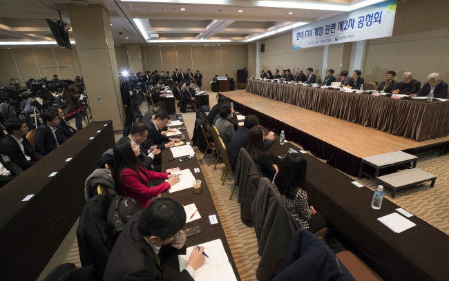 The Ministry of Trade, Industry and Energy holds a second public hearing on the Korea-US Free Trade Agreement at the Coex in Seoul on Friday. (Yonhap)