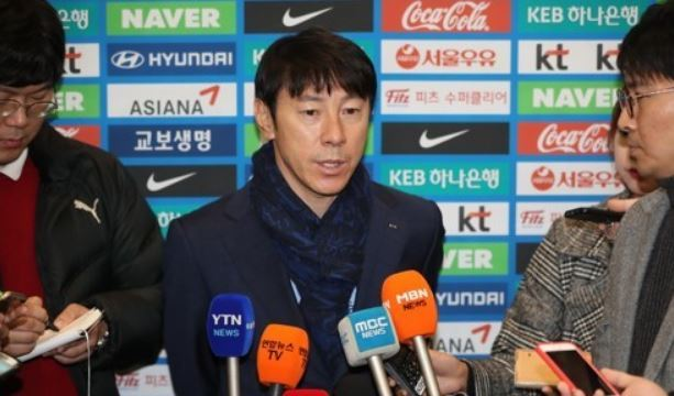 South Korea national football team head coach Shin Tae-yong speaks to reporters after returning home from the 2018 FIFA World Cup draw in Russia at Incheon International Airport, located west of Seoul, on Dec. 3, 2017. (Yonhap)