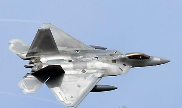 A F-22 Raptor stealth fighter jet in a file photo (Yonhap)