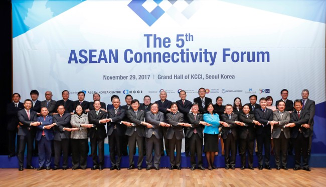 Participants pose for a picture at the fifth ASEAN Connectivity Forum on Wednesday. (ASEAN-Korea Center)