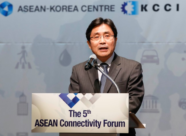 ASEAN-Korea Center Secretary General Kim Young-sun speaks at the 5th ASEAN Connectivity Forum on Nov. 29 (ASEAN-Korea Center)