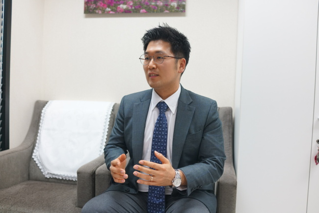 Baek Jong-keon works as an assistant at a law firm in Seocho-dong, southern Seoul. Bak Se-hwan/The Korea Herald