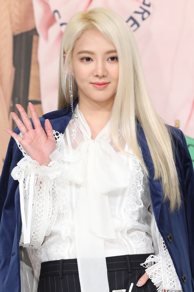 """Hyoyeon speaks to reporters at a press conference for """"My English Puberty"""" at Yeongdeungpo-gu Times Square in Seoul on Monday. (Yonhap)"""