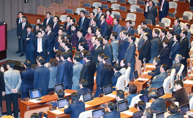 Main opposition party lawmakers protest the Assembly's unilateral passage of the revision of the corporate tax law on Wednesday. (Yonhap)