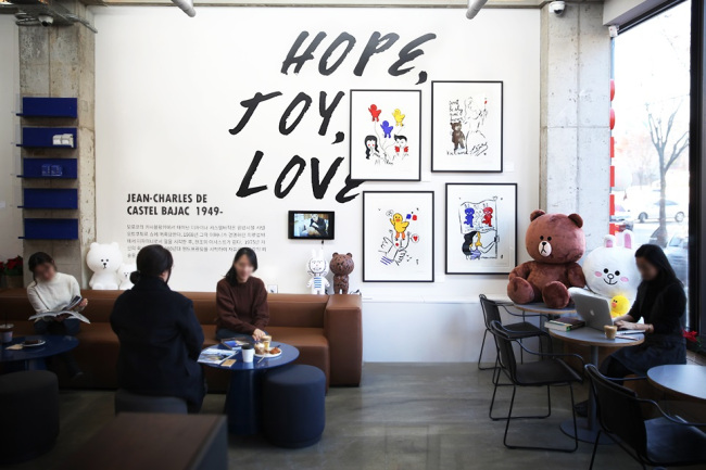 LINE FRIENDS X CASTELBAJAC -- Limited-edition works of art created by Jean-Charles de Castelbajac in collaboration with Line Friends are on display at the Art Major Cafe in Gangnam, Seoul, Wednesday. The four types of collaborative art pieces, designed by Castelbajac, feature Line Friends characters Brown, Cony and Sally. A total 400 pieces are available for sale. (Line Friends)