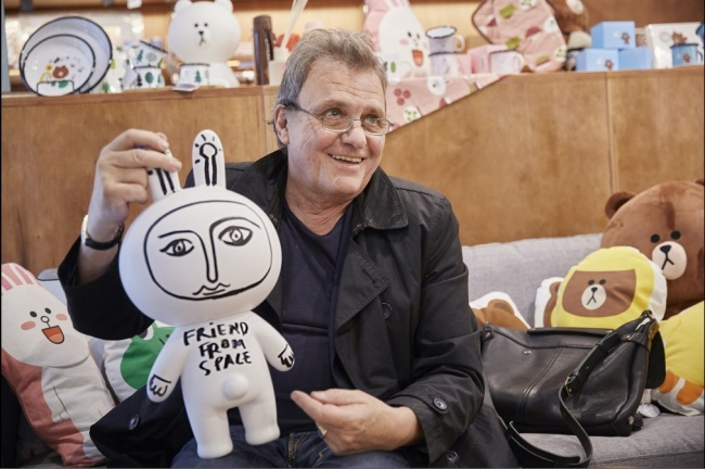 LINE FRIENDS X CASTELBAJAC -- French pop artist Jean-Charles de Castelbajac shows limited-edition works of art created in collaboration with Line Friends at the Art Major Cafe in Gangnam, Seoul, Wednesday. The four types of collaborative art pieces, designed by Castelbajac, feature Line Friends characters Brown, Cony and Sally. A total 400 pieces are available for sale. (Line Friends)
