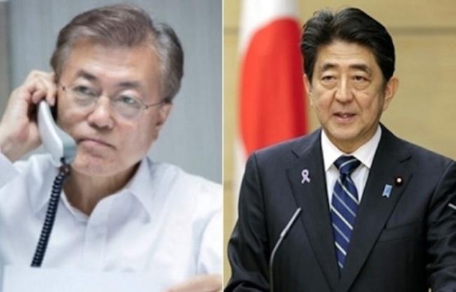 South Korean President Moon Jae-in (left) and Japanese Prime Minister Shinzo Abe (right) (Yonhap)