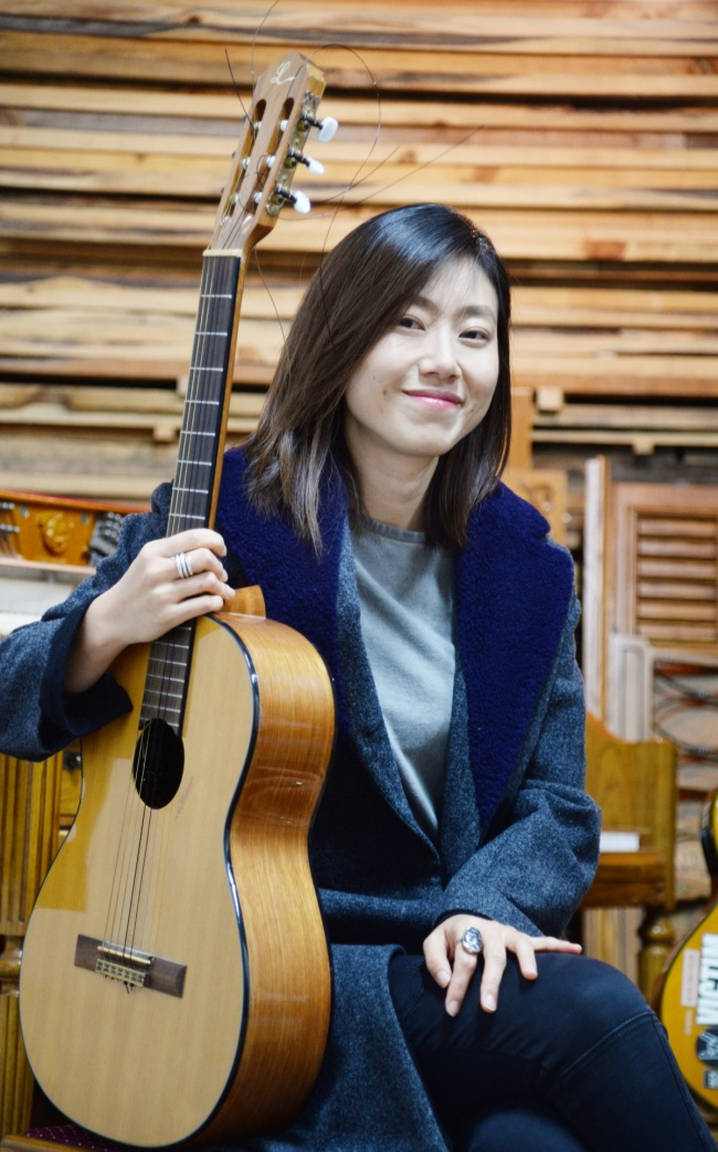 Singer-songwriter Choi Gonne poses during a recent interview with The Korea Herald in Seoul. (Park Hyun-koo / Korea Herald)