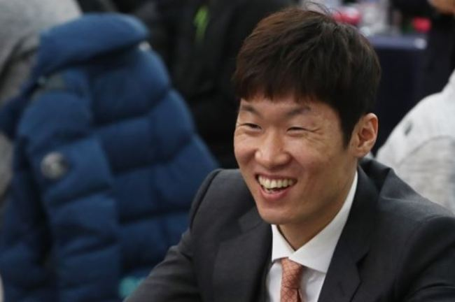 Former South Korean football player Park Ji-sung smiles during his JS Foundation event in Suwon, south of Seoul, on Dec. 8, 2017. (Yonhap)