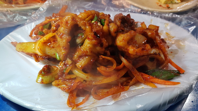 A plate of spicy chicken feet is offered at Hangookkwan, located near exit 3 Yeouido Subway Station. (Rumy Doo/The Korea Herald)