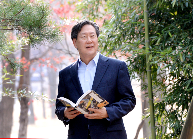 Hahm Chai-bong, president of the Asan Institute for Policy Studies, poses before an interview with The Korea Herald on Nov. 22 in Seoul. (Park Hyun-koo/The Korea Herald)