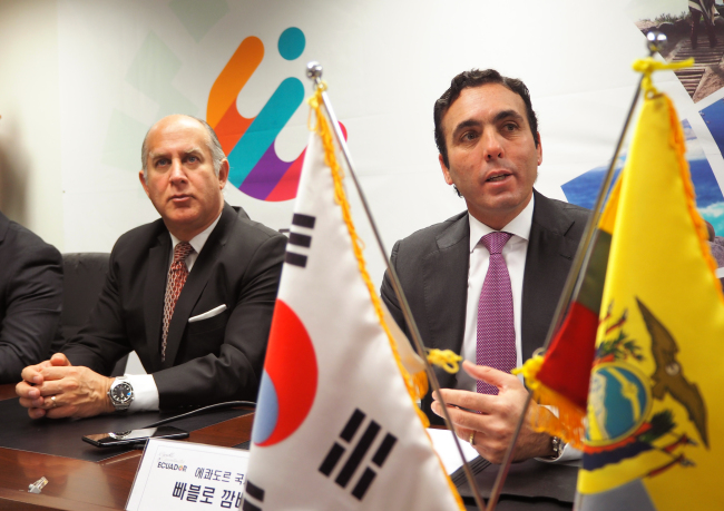 Ecuadorian Minister of International Trade, Pablo Campana Saenz (right), speaks to local media alongside Ecuadorian Ambassador to Korea Oscar Herrera Gilbert at the embassy in Seoul on Dec. 5. (Joel Lee/The Korea Herald)