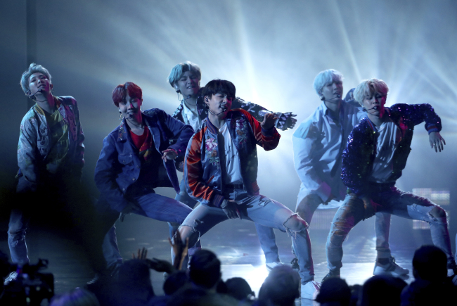"BTS performs ""DNA"" at the American Music Awards held Nov.19 at Microsoft Theater in Los Angeles. (AP-Yonhap)"