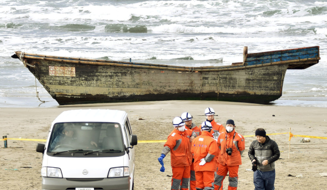 Eight bodies presumed to be North Koreans were found in a boat grounded on a beach in Akita Prefecture, Japan on Nov. 27. (Yonhap)