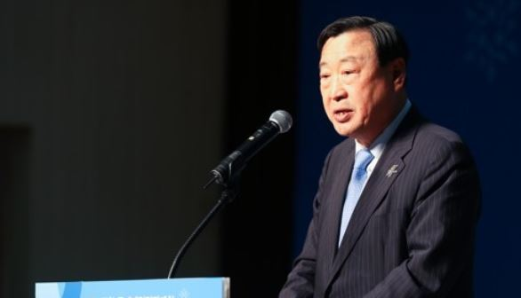 In this file photo taken on Nov. 29, 2017, Lee Hee-beom, the top organizer for the 2018 PyeongChang Winter Olympics and Winter Paralympics, speaks at a ceremony marking the 100-day countdown to the Paralympics at the Korea Paralympic Committee Icheon Training Center in Icheon, Gyeonggi Province. (Yonhap)